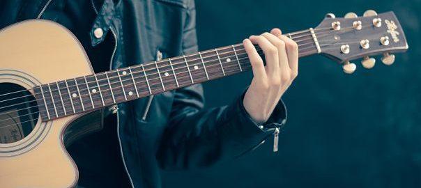 El bienestar de la música de guitarra acústica